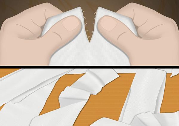 Разрываем ткань по линии надреза
