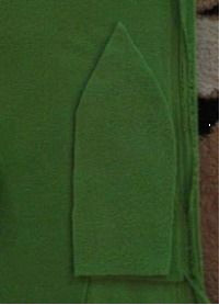 вырезаем их зеленого флиса 6 клиньев