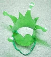 делаем корону для костюма лягушки из пластиковой бутылки