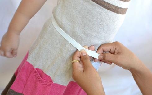 снимите мерки с себя или с той, кому предназначается юбка