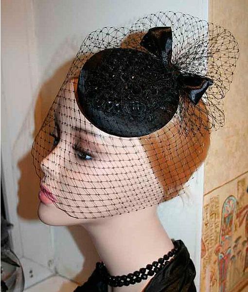 Шляпа с черной вуалью