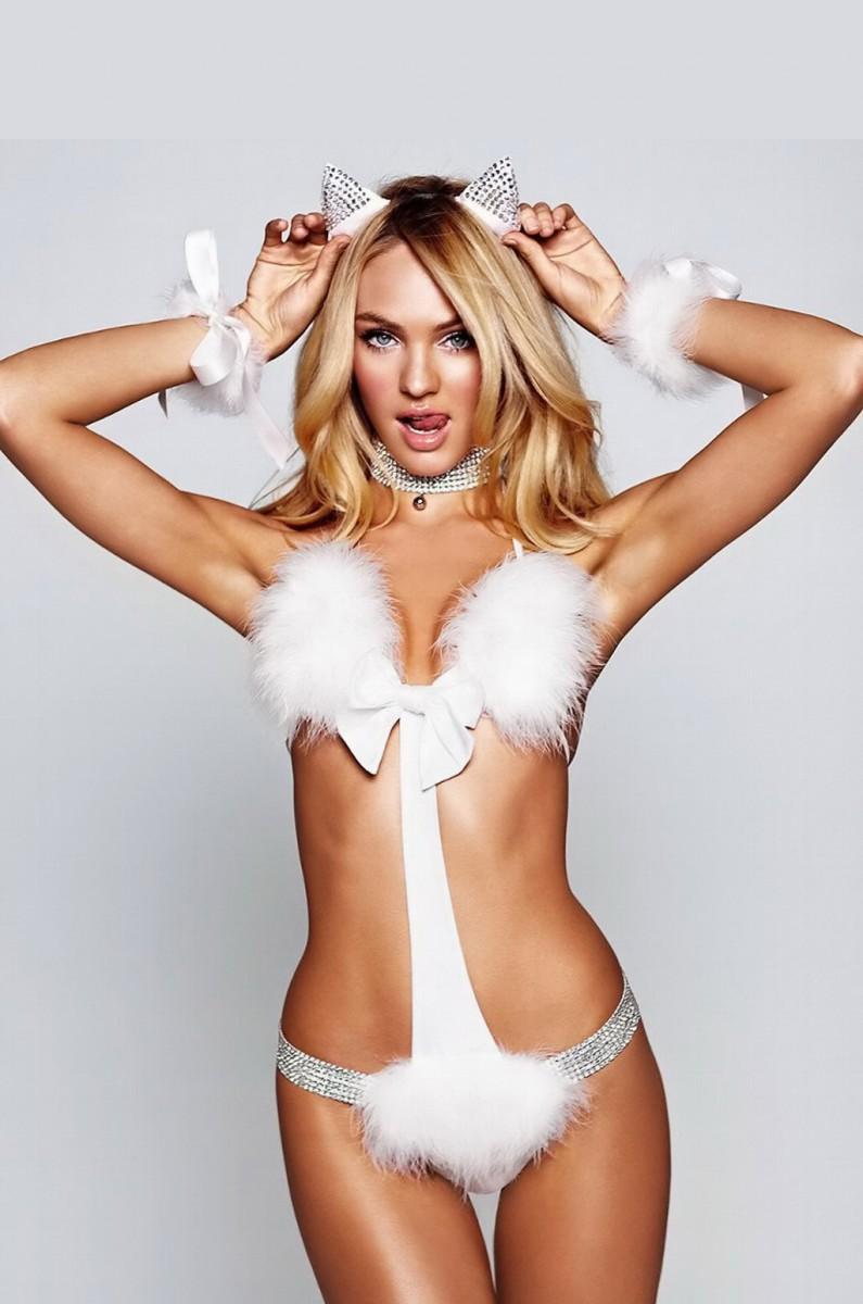 Сексуальные девушки в белых костюмах 17 фотография