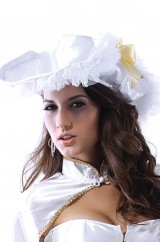 Белая пиратская шляпа