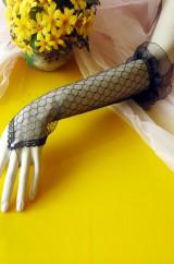 Длинные черные ажурные перчатки