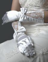 Белые атласные перчатки