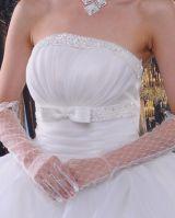 Белые ажурные перчатки выше локтя