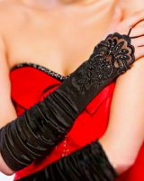 Черные сатиновые перчатки