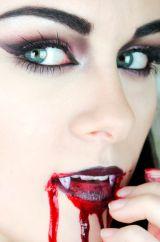 Кровь и челюсти вампира
