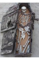 Гроб с цепями