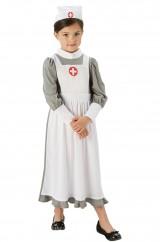 Юная медсестра